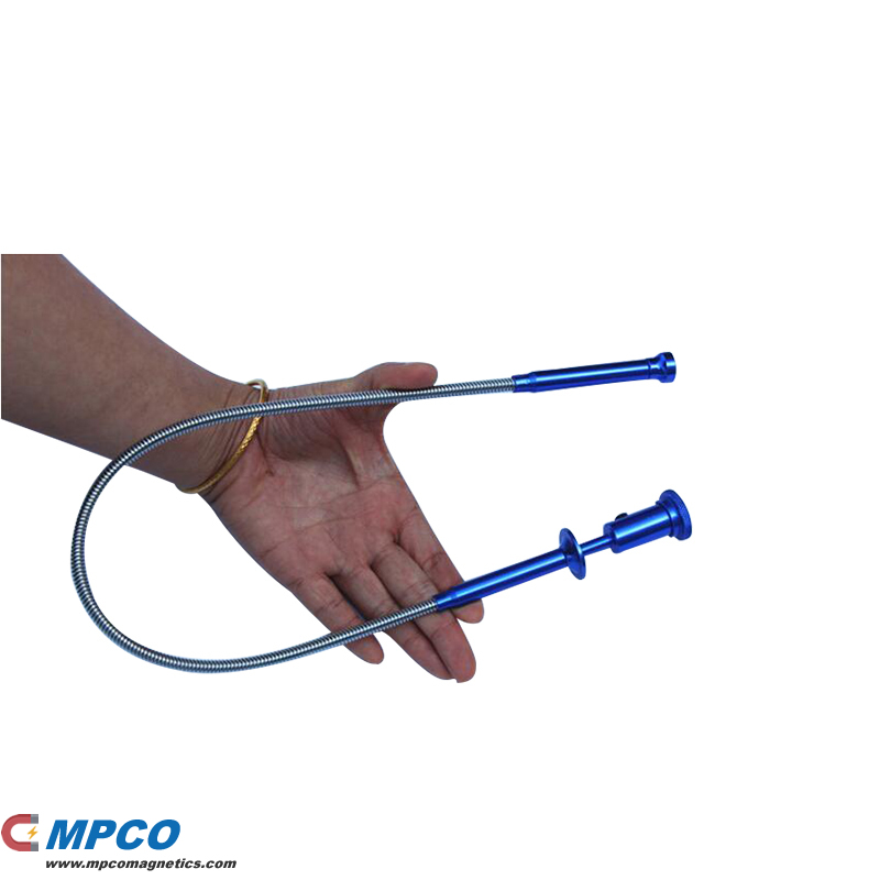 Flexible Alloy Magnet Pick Up Claw With LED Light Torch Magnetic Reach