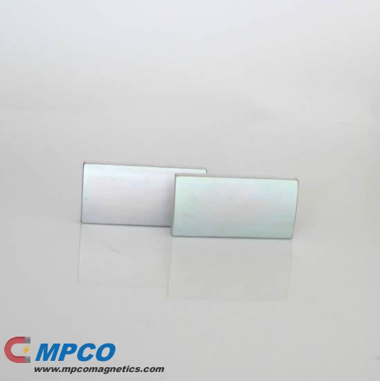 NdFeB Irregular Bread Shape Magnet Color Zinc N35H